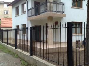 dekorativni metalni ogradi ot kovano jeliazo