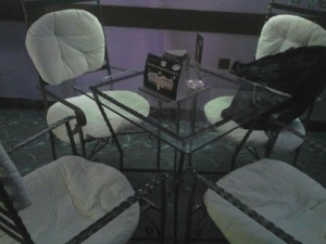 метални мебели маси столове от ковано желязо