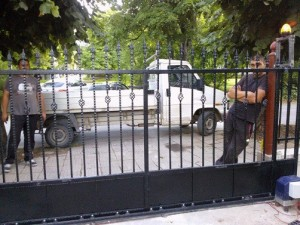 metalna porta ot kovano jeliazo