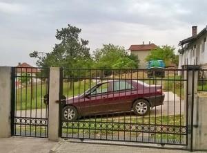 vrata i ograda ot kovano jeliazo