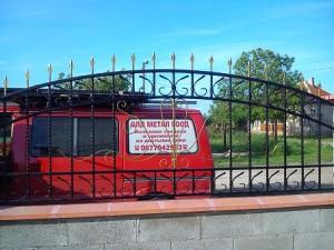 metalni ogradi ot kovano jeliazo