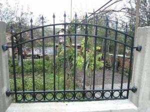 metalna ograda ot kovano jeliazo