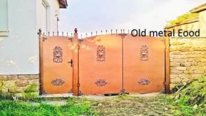 chervena metalna porta