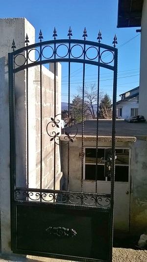 врата от ковано желязо във враца