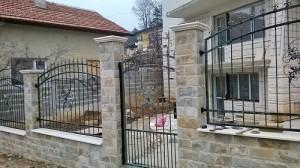 ограда и врата във враца