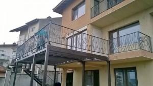 парапет за стълба и балкон във враца